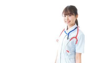 笑顔の若い看護師の写真素材 [FYI04722288]