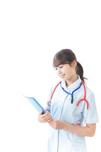 笑顔の若い看護師の写真素材 [FYI04722299]