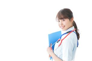 笑顔の若い看護師の写真素材 [FYI04722317]