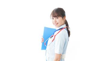 笑顔の若い看護師の写真素材 [FYI04722318]