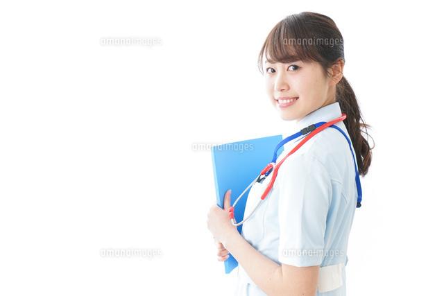 笑顔の若い看護師の写真素材 [FYI04722319]