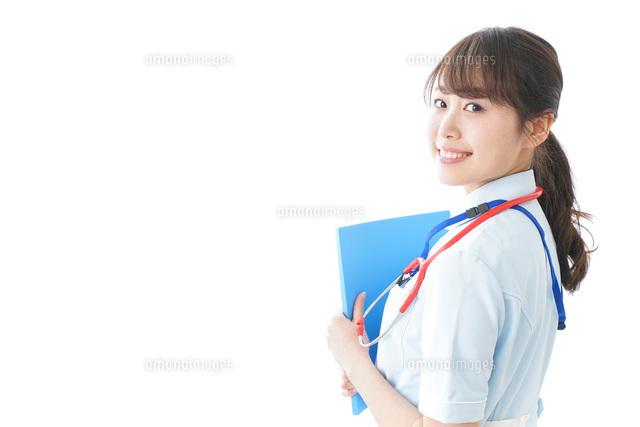 笑顔の若い看護師の写真素材 [FYI04722320]