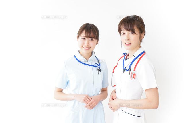 二人の若手看護師の写真素材 [FYI04722430]
