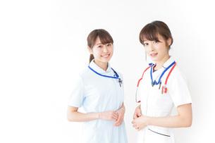 二人の若手看護師の写真素材 [FYI04722431]