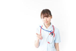 注意をする看護師の写真素材 [FYI04722432]