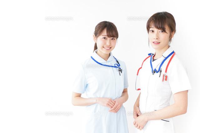 二人の若手看護師の写真素材 [FYI04722442]