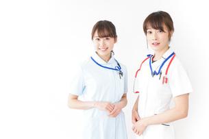 二人の若手看護師の写真素材 [FYI04722443]