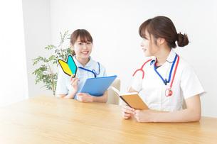 若手の看護師の写真素材 [FYI04722558]