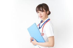 病院で勤務する看護師の写真素材 [FYI04722604]
