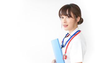 病院で勤務する看護師の写真素材 [FYI04722605]