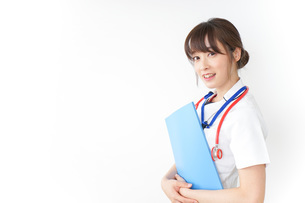 病院で勤務する看護師の写真素材 [FYI04722610]