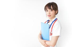 病院で勤務する看護師の写真素材 [FYI04722612]