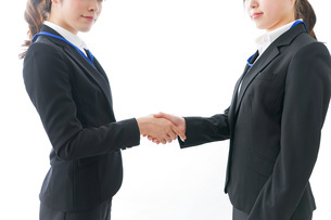 握手をするビジネスパーソンの写真素材 [FYI04722738]
