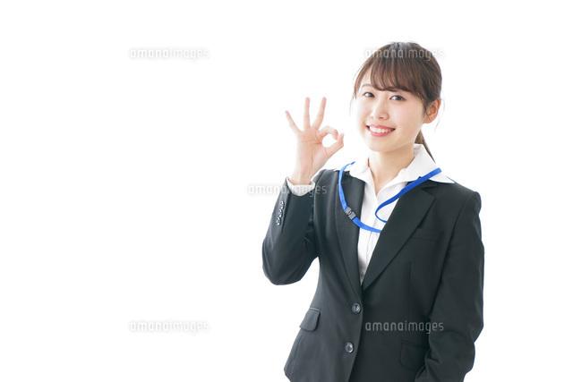 OKサインを示す笑顔のビジネスウーマンの写真素材 [FYI04723347]