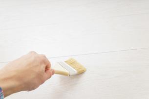 ペンキ塗り・DIYの写真素材 [FYI04723390]
