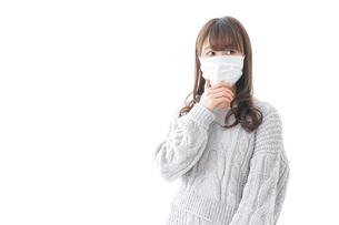 風邪をひいた女性の写真素材 [FYI04723435]