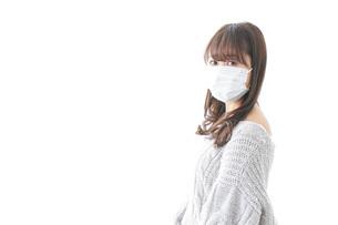 風邪をひいた女性の写真素材 [FYI04723438]
