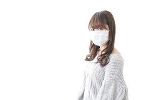 風邪をひいた女性の写真素材 [FYI04723439]