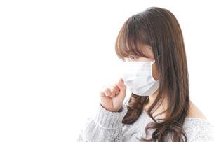 風邪をひいた女性の写真素材 [FYI04723442]