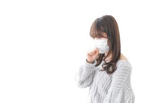 風邪をひいた女性の写真素材 [FYI04723444]