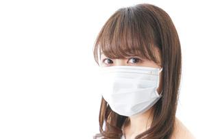 風邪をひいた女性の写真素材 [FYI04723448]