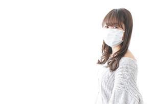 風邪をひいた女性の写真素材 [FYI04723452]