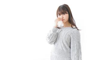 鼻血が出た女性の写真素材 [FYI04723458]