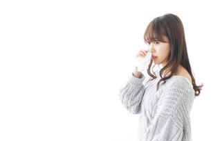 鼻血が出た女性の写真素材 [FYI04723469]