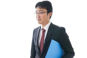 オフィスで働くビジネスマンの写真素材 [FYI04723968]