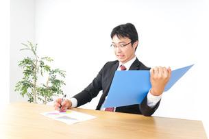 決算・監査・粉飾決算の写真素材 [FYI04724056]