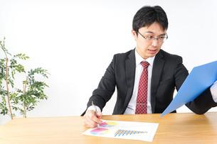 決算・監査・粉飾決算の写真素材 [FYI04724085]