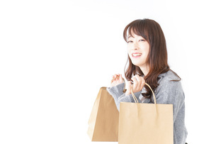 ショッピングをする女性の写真素材 [FYI04724124]