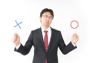 悩むビジネスマンの写真素材 [FYI04724184]