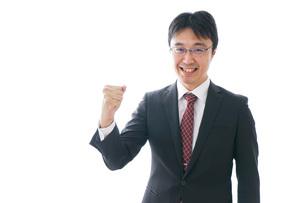 ガッツポーズをするビジネスマンの写真素材 [FYI04724226]
