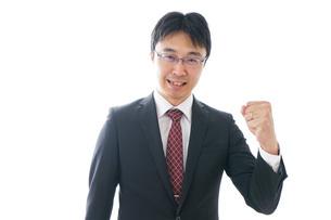 ガッツポーズをするビジネスマンの写真素材 [FYI04724232]
