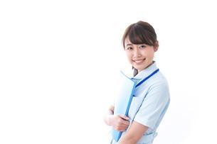 笑顔の若い看護師の写真素材 [FYI04724471]