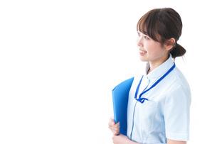 笑顔の若い看護師の写真素材 [FYI04724482]