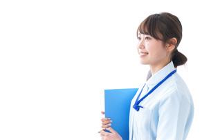 笑顔の若い看護師の写真素材 [FYI04724487]