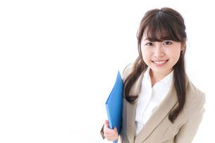 笑顔の若いビジネスウーマンの写真素材 [FYI04724520]