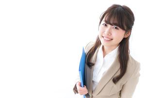 笑顔の若いビジネスウーマンの写真素材 [FYI04724527]