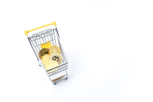ビットコインでショッピングの写真素材 [FYI04724566]