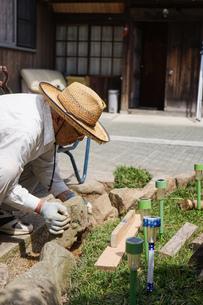 土木工事をする高齢の男性の写真素材 [FYI04724858]