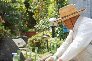 土木工事をする高齢の男性の写真素材 [FYI04724873]