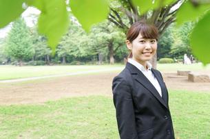 笑顔のビジネスウーマンの写真素材 [FYI04725111]