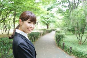 笑顔のビジネスウーマンの写真素材 [FYI04725117]