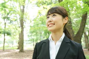笑顔のビジネスウーマンの写真素材 [FYI04725122]