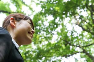 笑顔のビジネスウーマンの写真素材 [FYI04725124]