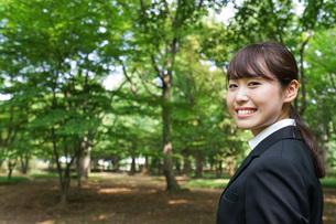 笑顔のビジネスウーマンの写真素材 [FYI04725179]