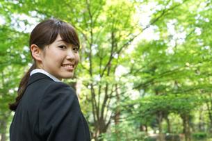 笑顔のビジネスウーマンの写真素材 [FYI04725180]