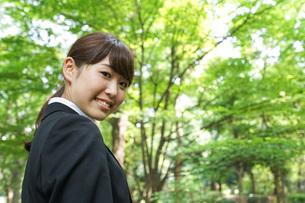 笑顔のビジネスウーマンの写真素材 [FYI04725185]
